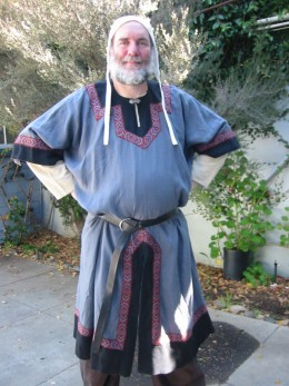 The Norman tunic is not much different from the Roman.  I told you men's styles evolve very slowly