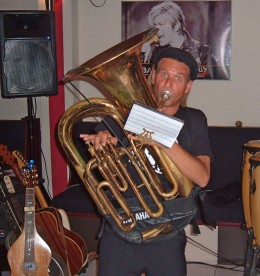 Tuba-playing Traveller Blues Band style