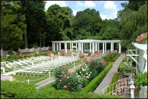 Garden Weddings Have Beautiful