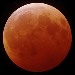 Полное лунное затмение в городе Неман