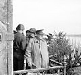 Winston churchill watching vehicles crossin the Rhine