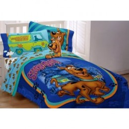 The mystery themed comforter set (Scooby Doo) features vibrant colors of blue, aqua, green and purple accents.