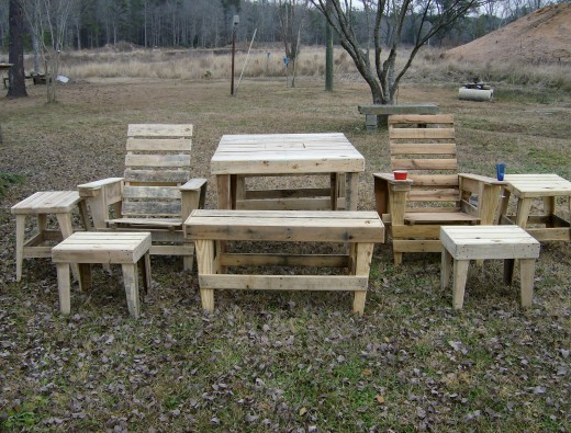 Outdoor furniture from wood pallets!