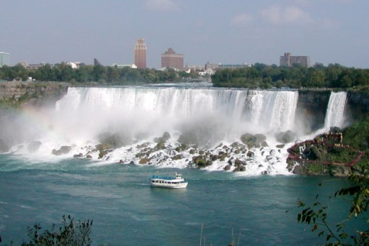 The American Falls of the Niagara Falls, in 2002