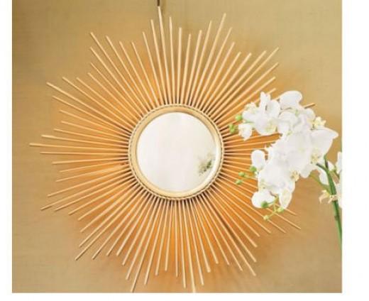 A standard style of sunburst mirror