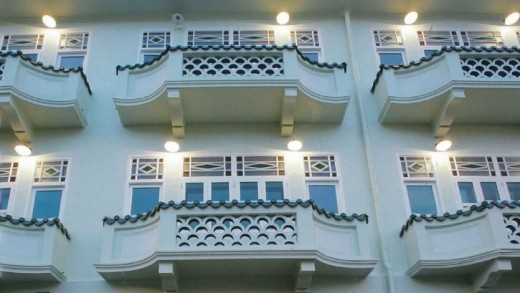 The hotel retains the facade from four 1928 shophouses, with its charming balconies. Image: New Majestic Hotel