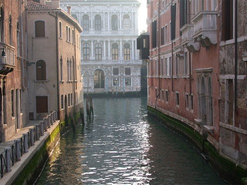 Tiny Venice canal. Photo by cloudsoup (flickr)