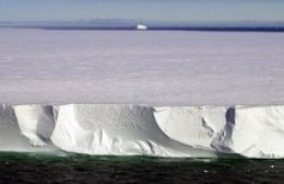 ICEBERG BREAKS OFF IN CHRISTCHURCH NEW ZEALAND