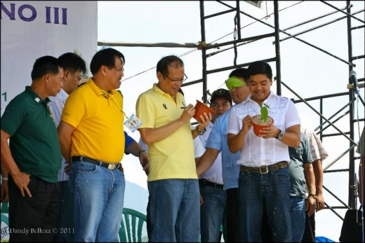 (L-R) DILG-former Naga City Mayor Jesse Robredo,Pres.Aquino & Camarines Sur Governor L-Ray Villafuerte (Photo by Dandy Belleza)