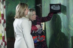 Later Glenda and Roxy try stealing the contents of Phils safe