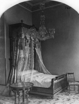 Though canopies made of netting can be modern, they have been around for quite a while, as you can see from this 1878 bridal chamber in the Windsor Hotel in Montreal, Canada.