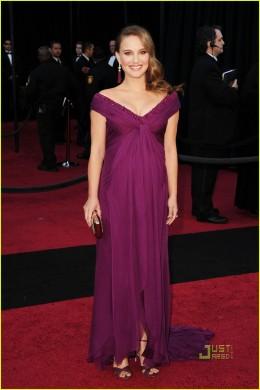 beautiful Natalie Portman in purple gown-Oscars 2011
