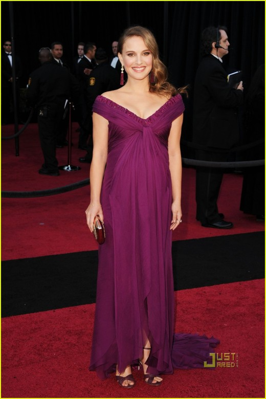 beautiful Natalie Portman in purple gown-Oscars 2011