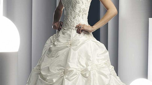 british royal wedding gowns. BRITISH ROYAL WEDDING DRESSES