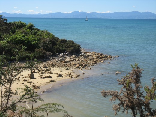 THE ABLE TASMAN IS A HIKE FROM GOLDEN BEACH TO GOLDEN BEACH