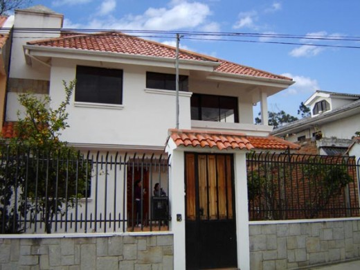 Sample Home in Cuenca:  But is the yard included in the floor space?