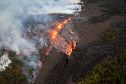 New fissure and molten lava - March 2011