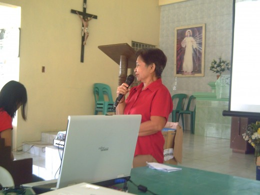 A barangay captain deliveringan impromptu speech during our CBMS seminar-January 18, 2011 (Photo by Ireno Alcala)