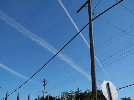Horizon to Horizon Chemtrails showing the dispersal of 3 parallel chemtrails side by side, over San Diego.