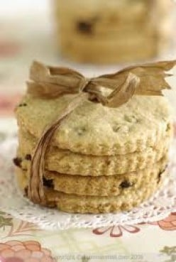 Online easy to follow recipe for Granny's homemade biscuits. A great gift idea for Easter Sunday.