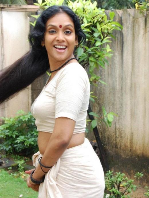 mundu blouse wearing jyothirmayi