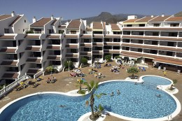 Paloma Beach Apartments pool