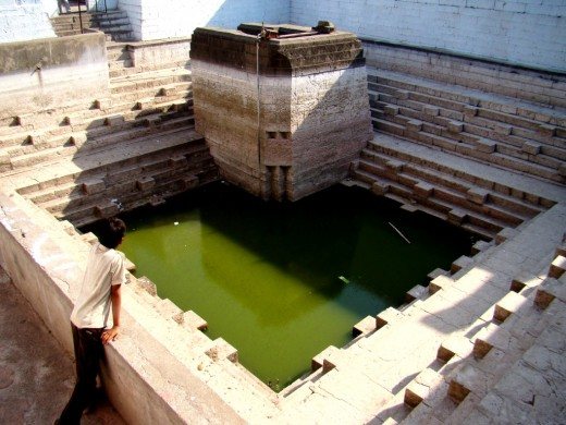 "The two tanks (Kund) -- the one with greenish is the ""Sash"" Kund & the smaller one in the dietant corner is the ""Bahu"" Kund"