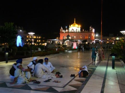 Takhat Sachkhand Sri Hazur Abchalnagar Sahib Gurudwara at night