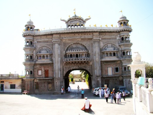 The gate of Gurudwara Nanak Sarai Sahib