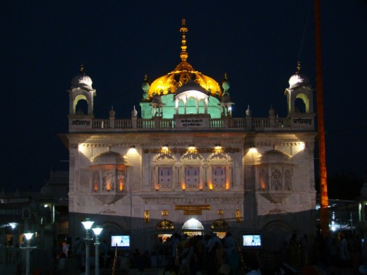 Takhat Sachkhand Sri Hazur Abchalnagar Sahib at night