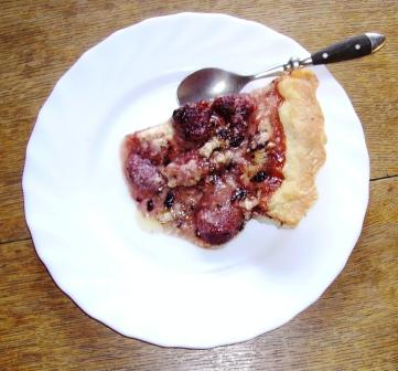 Hot strawberry pie. Serve it as it is or with a scoope of vanilla icecream.