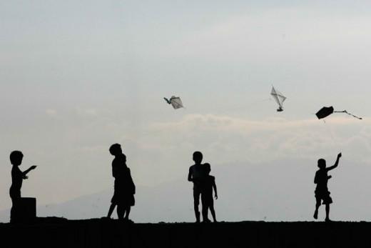 KIDS Flying Kite at the pier in Manila Bay (By John Javellana, Reuters)
