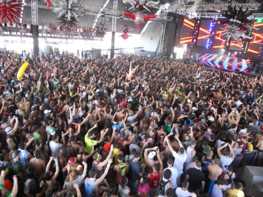 Ultra Crowd 2011 VIP raised platform along both sides  Great View , High Energy