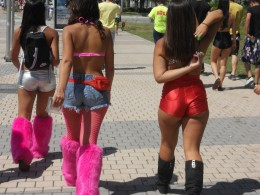 Neon is alive and well at Ultra