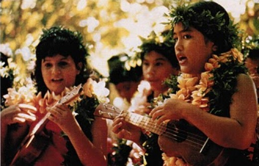 Hawaiian children playing the ukulele