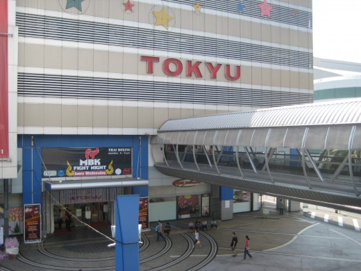 Tokyu entrance to MBK shopping center