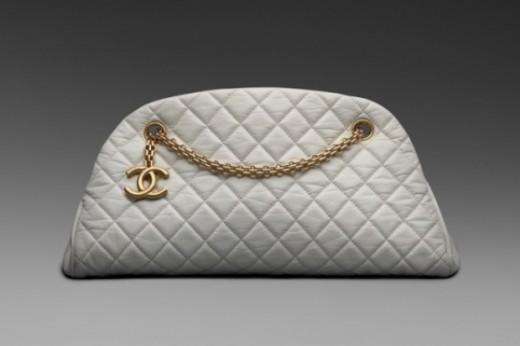 ...которая не хотела бы иметь в своем гардеробе сумочку от Chanel.