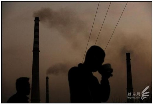 Fan Jai Zhuang in Anyang City, Henan province, () there is only one wall separating this village from the steelmaking furnaces. The villagers live in this heavily polluted environment where the village is under the iron rain every day. March 24, 2008