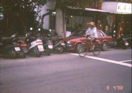 Traffic consisted of cars, buses, bicycles and mopeds.