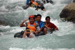 Congressman Pacquiaio Enjoying Sarangani Water image source: http://2.bp.blogspot.com