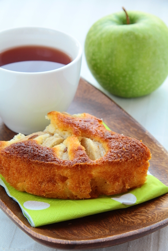 Apple Cake with cup of tea. Image:  Dream79|Shutterstock.com