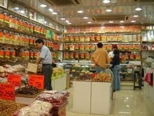 Buy herbal medicines at an herbal market