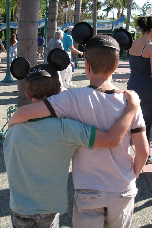 Brotherly love, Mouske-style. CC Lic: http://bit.ly/ItuRo