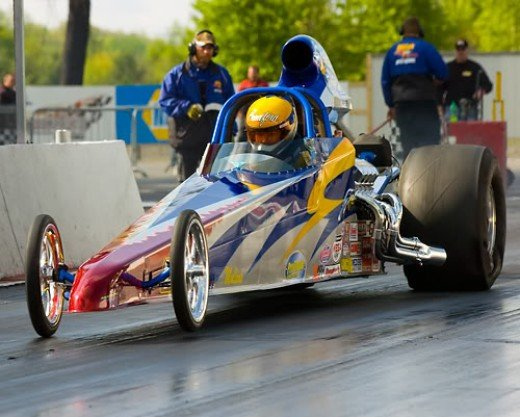 A 4 link dragster is widely considered the best car for bracket racing.