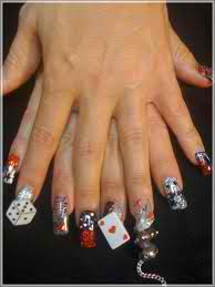 Cards anyone. Here is the deck of cards on fingernails, what a creative thought.