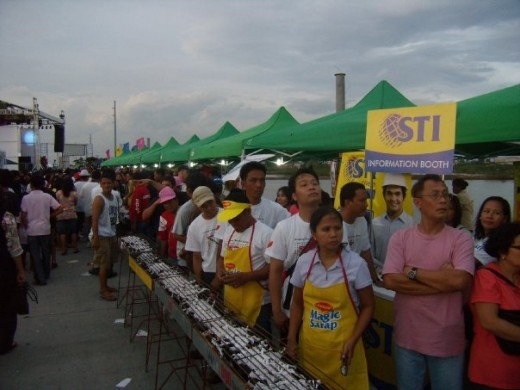 The participants are waiting for the signal to start the grilling of the milkfish.