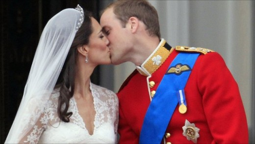 Prince William and his new bride, Kate Middleton, kiss on the balcony of Buckingham Palace