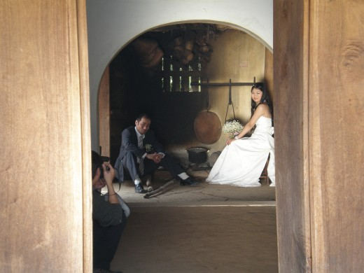 Bride and groom in photographic session before the wedding, Hanoi's Ethnology Museum, Vietnam
