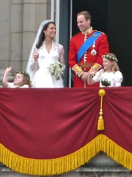 Prince William and Kate Middleton on the balcony at Buckingham Palace (source: MagnusD, Wikimedia Commons).