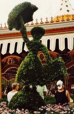 More topiary in front of the carrousel